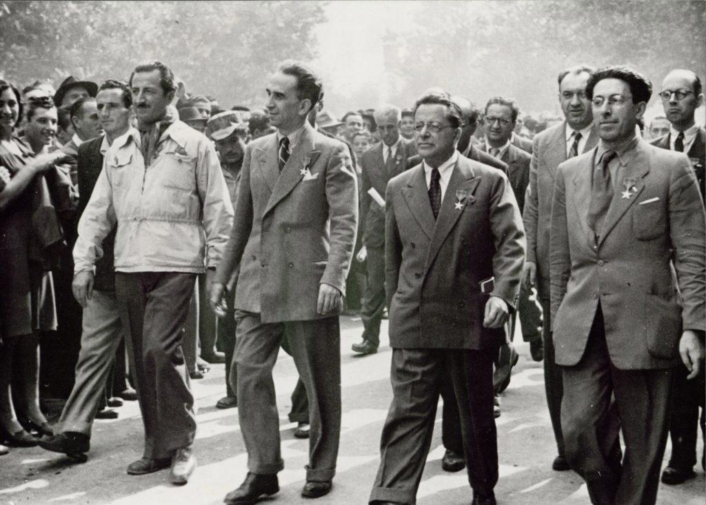 Dirigenti del Pci sfilano in occasione del I Congresso nazionale dell'Anpi
