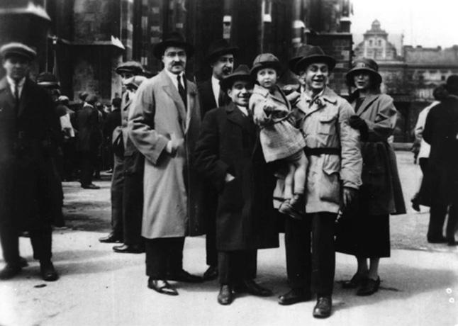 Gramsci, eletto deputato, torna in Italia