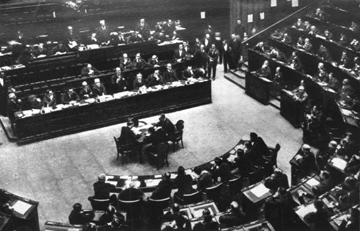 Mussolini si assume la responsabilità del delitto Matteotti
