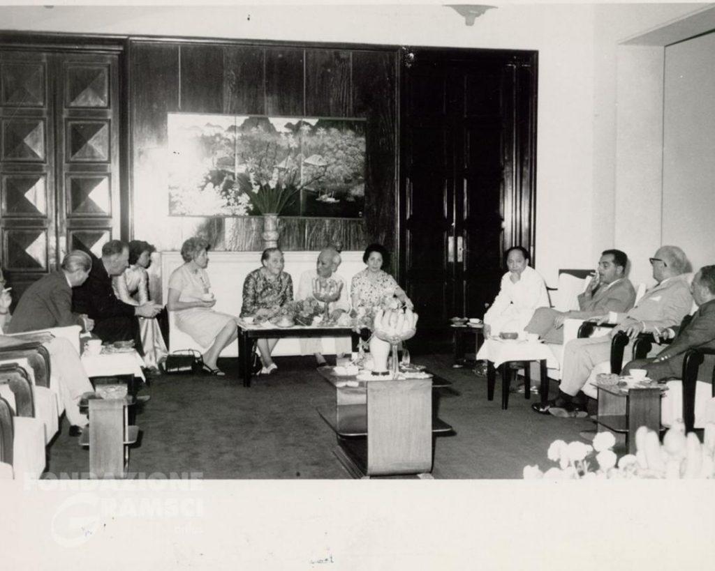 Ho Chi Minh riceve ad Hanoi una delegazione del consiglio nazionale della pace. Luzzatto – Terracini – Terranova per l'Italia